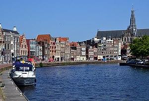Amsterdam Metropolitan Area - Image: Haarlem Spaarne Turfmarkt 01