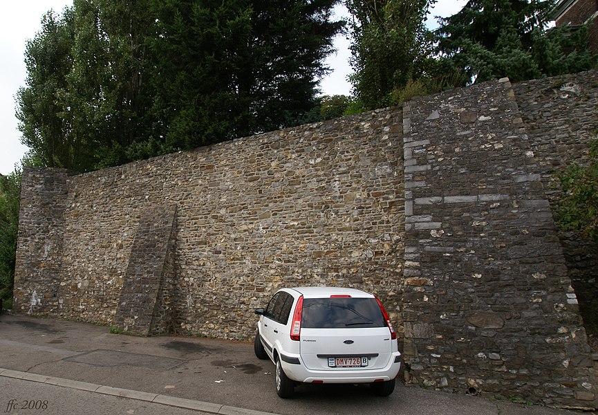 Haccourt (Belgium): Former castle's walls
