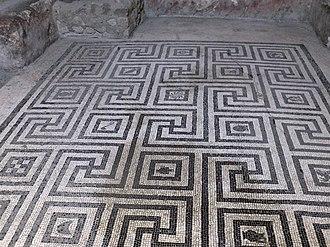 Meander (art) - Image: Herculaneum — Women's Baths (14732688117)