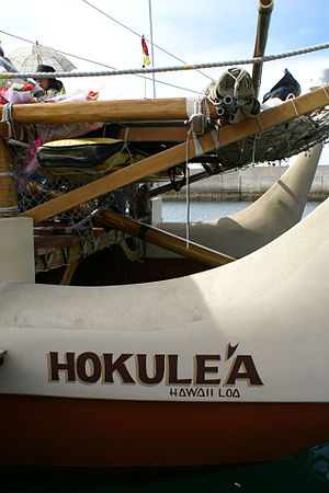 Hōkūleʻa - Stern of portside hull and center steering oar