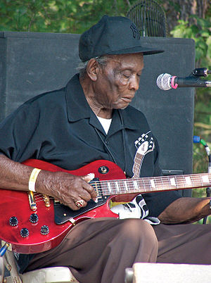 "David ""Honeyboy"" Edwards - Edwards in performance, Somerset, Kentucky, July 19, 2008"