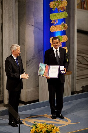 2009 in Norway - Image: Horbjorn Jagland presents President Barack Obama with the Nobel Prize medal and diploma