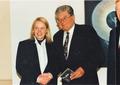 Hortense von Gelmini mit Regierungspräsident Dr. Conrad Schroeder, 1994.png