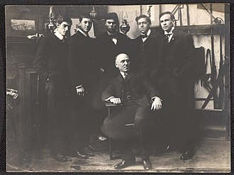 Howard Pyle and his students, circa 1903. Seated: Howard Pyle. Standing, left to right: George Harding, Gordon McCouch, Thornton Oakley, N.C. Wyeth, Allen Tupper True. From the Howard Pyle Collection, Delaware Art Museum Howard Pyle and Students.jpg
