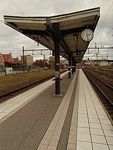 Fil:Hudiksvalls stations perrongtak 01.jpg