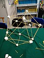 Icosaedro Luca Pacioli con spaghetti e marshmallow.jpg