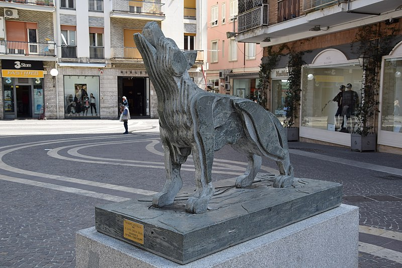 File:Il lupo della Sila.jpg