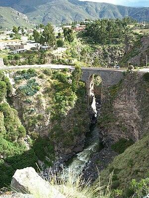 Chivay - Image: Inca bridge chivay