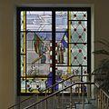 Interieur, overzicht van een glas in loodraam in de centrale hal, van de striptekenaar Joost Swarte - Arnhem - 20389495 - RCE.jpg