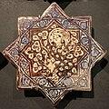 Iran, mattonelle stellate con animali, 1250-1300 ca. personaggio.JPG