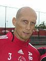 Jaap Stam met fan cropped.jpg