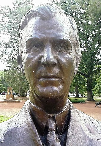 Bust of James Scullin located in the Ballarat Botanical Gardens James Scullin bust.jpg