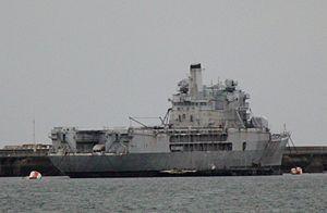 Jeanne d'Arc (R97) a Brest.JPG