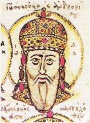 Tête d'un vieil homme à la barbe blanche, coiffée d'une couronne en dôme incrustée de bijoux en or et entourée d'un halo.