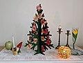 Julgran med dekorationer.jpg