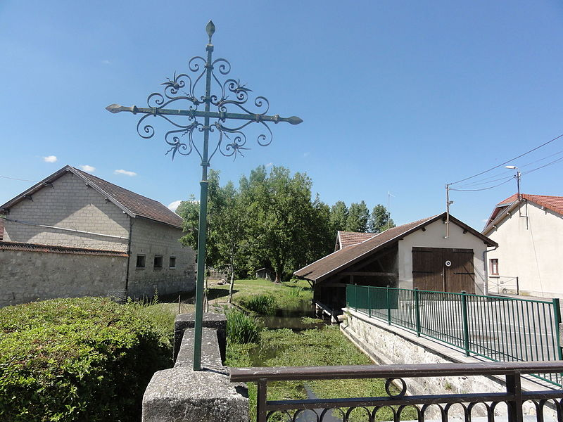 Juvincourt-et-Damary (Aisne) croix de chemin