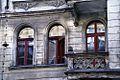 Kamienica przy Piastowskiej 34 - okna i balkony. fot BMaliszewska.jpg