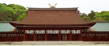 The inner prayer hall of Kashihara Shrine in Kashihara, Nara, the principal shrine devoted to Jimmu Kashihara M6522.jpg
