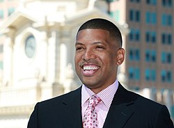 Kevin Johnson, Mayor of Sacramento, CA, skyline of Sacramento (cropped)