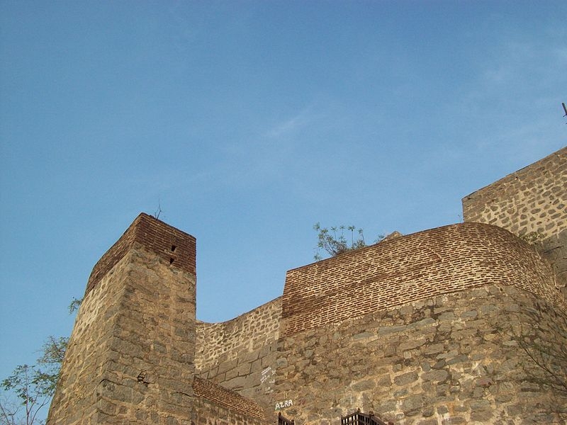 Fil:Khammam Fort Entrance view from below.jpg