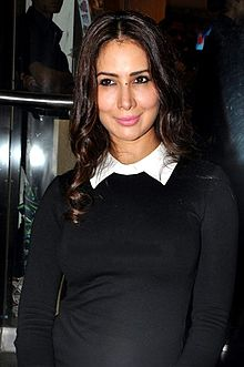 Kim Sharma at the launch Namrata Purohit's book 'The Lazy Girl's Guide To Being Fit' (01).jpg