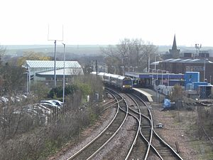 Kirkcaldy railway station - A northbound service calls at Kirkcaldy
