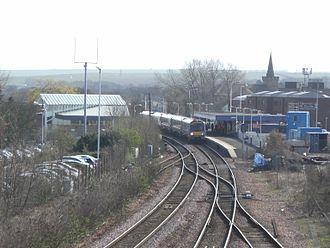 Kirkcaldy railway station - A northbound service calls at Kirkcaldy