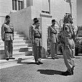 Koning Hussein met generaal Glubb en prins Nassar Ben Jamil op de trappen voor h, Bestanddeelnr 255-5076.jpg