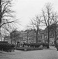 Kranslegging door het regiment Stoottroepen bij het Emmamonument in Middelburg, Bestanddeelnr 900-2329.jpg