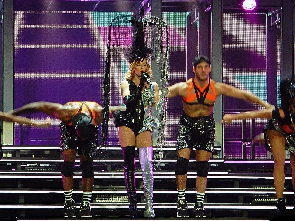 Kylie Minogue - Kiss Me Once Tour - Sheffield - 13.11.14. - 260 (15900397430)