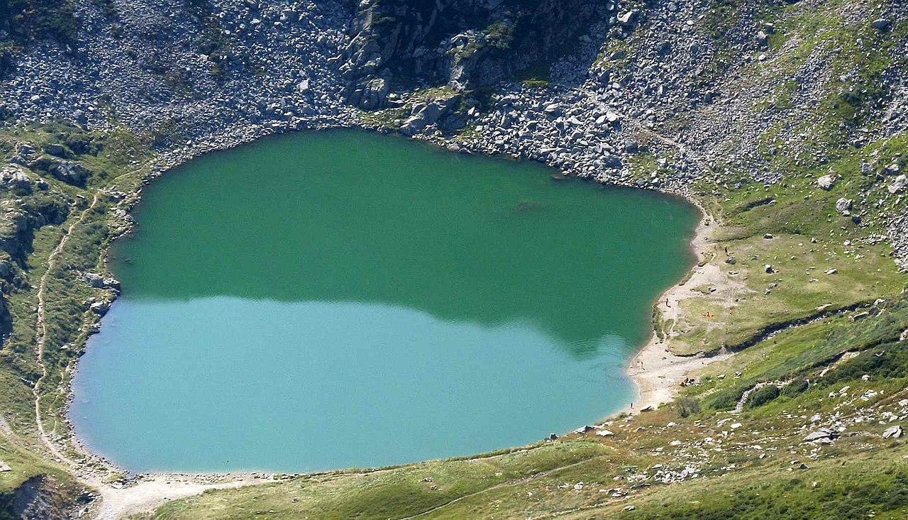 [Image: 1280px-Lago_mucrone_da_monte_rosso.jpg]
