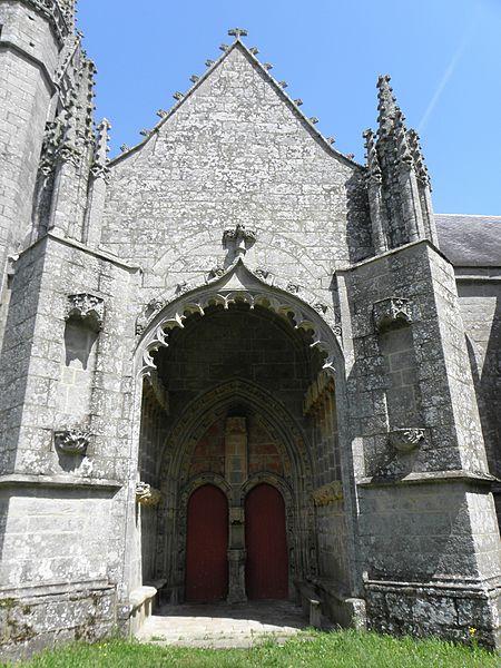 Porche sud de la chapelle saint-Fiacre du Faouët (56).