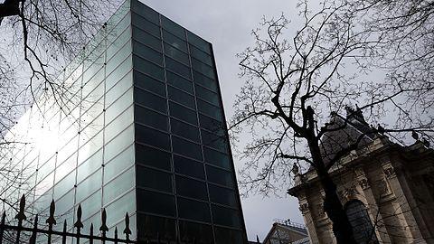Le Palais des Beaux-Arts et le bâtiment-lame ensoleillé.jpg