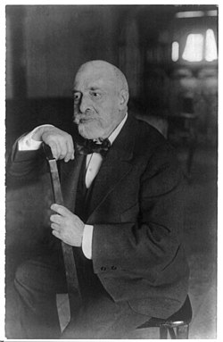 Leopold Auer, 1845-1930, three-quarter length portrait, seated LCCN2005689200.jpg