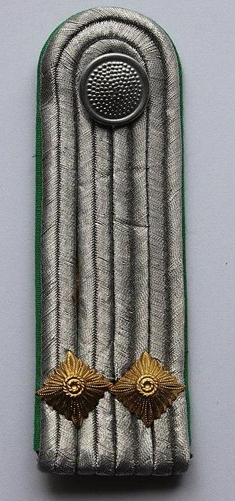 Leutnant - Image: Leutnant GT Schulterstück