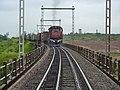 Locomotiva (tracionando de ré) no final do comboio que passava sentido Guaianã no viaduto ferroviário sobre o vale do Córrego Guaraú em Salto - Variante Boa Vista-Guaianã km 204 - panoramio (2).jpg