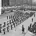 Lunchconcert door Engels muziekkorps op het Stadhuisplein Rotterdam, Bestanddeelnr 917-8079.jpg