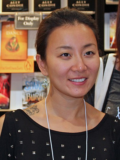 Picture of an author: Marie Lu