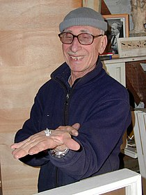 Marino di Teana montrant une de ses maquette en 2005.jpg