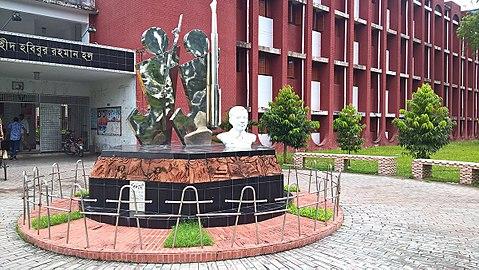 Martyr Habibur Rahman Memorial Sculpture at RU campus 02.jpg