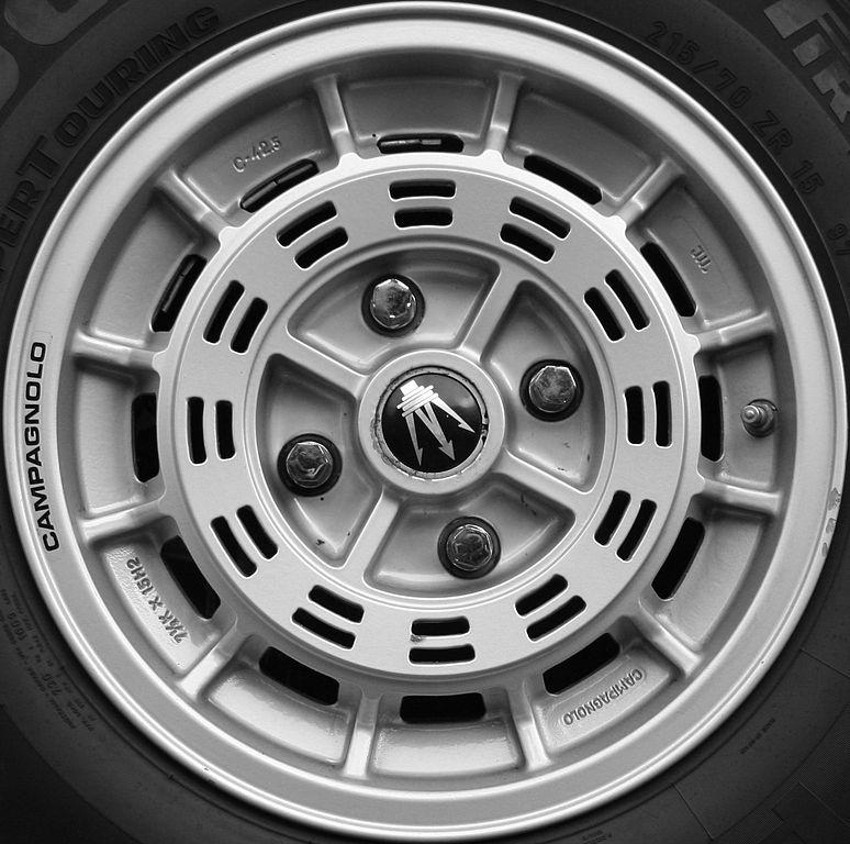 File:Maserati Merak wheel - Flickr - exfordy jpg - Wikimedia