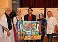 Matthias Laurenz Gräff mit Landesrätin Karin Scheele und Botschafterin Nadjat Hamdi anlässlich des vom Künstler gesponserten Gemäldes zugunsten der westsaharauischen Kinder.jpg