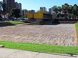 Mausoléu do Presidente Castelo Branco. Estrutura suspensa que faz parte do roteiro turístico da cidade de Fortaleza.