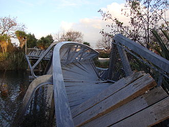 2010 Canterbury earthquake - Medway footbridge over the Avon River