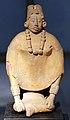 Messico, maya, statua-zufolo, periodo classico recente, VII-X sec., da isola jaina 02.JPG