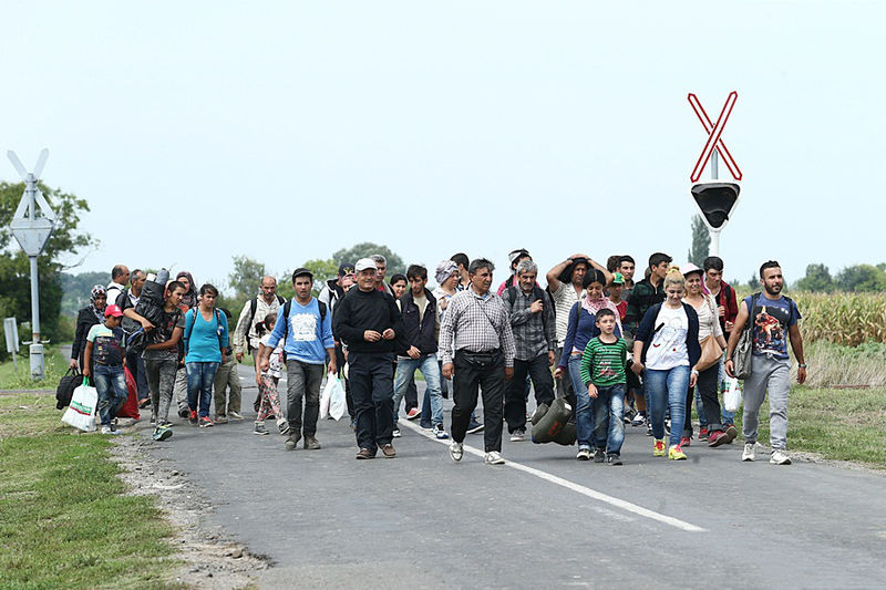 Datei:Migrants in Hungary 2015 Aug 007.jpg