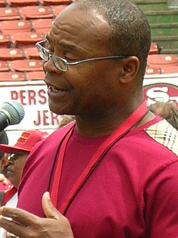 Mike Singletary at 49ers Family Day 2009 1.JPG