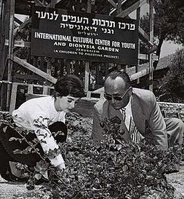 Millie Perkins (links) in Israël (1959)