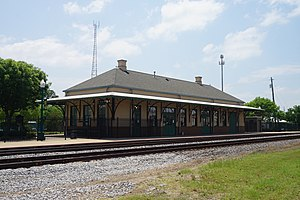 Mineola May 2018 14 (Mineola station).jpg
