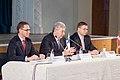 Ministru prezidents Valdis Dombrovskis publiskās lekcijas ietvaros kopā ar Somijas Ministru prezidentu Jirki Katainenu (Jyrki Katainen) salīdzina Somijas un Latvijas pieredzi ekonomisko krīžu pārvarēšanā 16.09.11. (6152721822).jpg